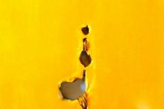 Monocromo giallo, tecnica mista su tela strappata e legata, 50 x 50 cm, 2016